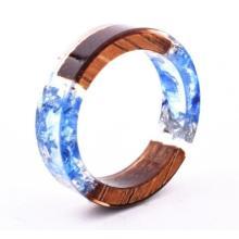 Handgemachte verspielte Holz-Ringe